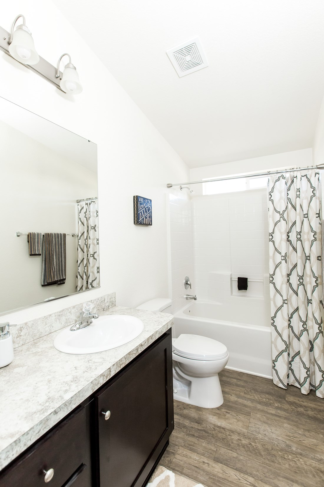 The CK501A Guest Bathroom. This Manufactured Mobile Home features 3 bedrooms and 2 baths.